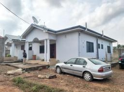 8 bedroom house for sale at Amrahia